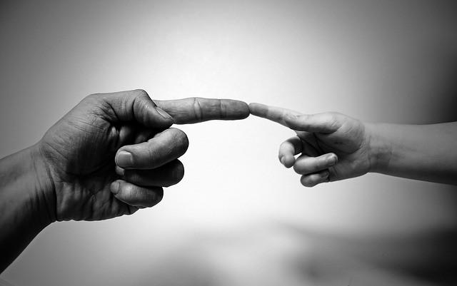 comunicacion-corporativa-manos