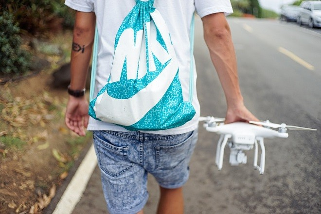 drones-ecommerce-man